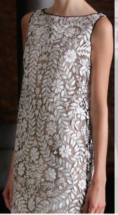 Look Fashion, Fashion Outfits, Womens Fashion, Naeem Khan, Indian Embroidery, Eyelet Lace, Frocks, Sequin Skirt, Chic
