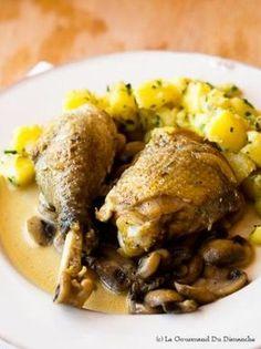 Un poulet braisé au cidre accompagné de champignons et d'une sauce onctueuse et crémeuse voilà en résumé ce qu'est le poulet vallée d'Auge.