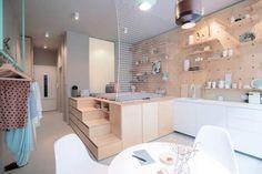 Dubbed AIRBN'P — это маленькая квартирка площадью всего 30 квадратных метров, которая находится в Будапеште, Венгрия. Это необычное пространство было разработано студией Position Collective для путешествующих пар, которым хозяин квартиры сдает ее в аренду на время пребывания в городе