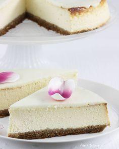 Sernik nowojorski.  New York Cheesecake. Vanilla Cake, Cheesecake, Food And Drink, Cheesecakes, Cherry Cheesecake Shooters