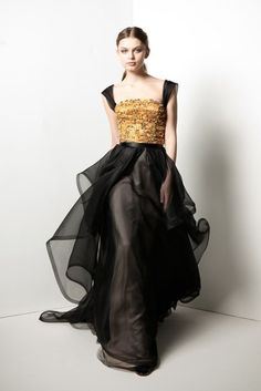 Black and gold asgardian dress.  Maybe something Sigyn would wear.  I want this.