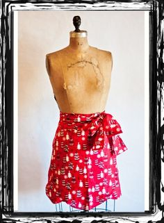 Half Tulip Holiday Party Apron... The Perfect #christmasgift for your favorite holiday hostess