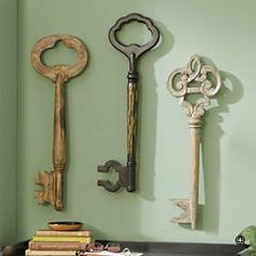 @Jordan Allen keys are so cool and giant ones that hang on your wall are the best art decorations! (AIW)
