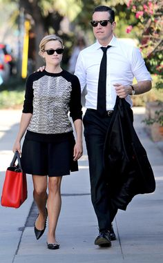 Reese Witherspoon and her hubby Jim Toth stepped out for a lunch date lookin' super sleek in their matching wayfarer sunnies!