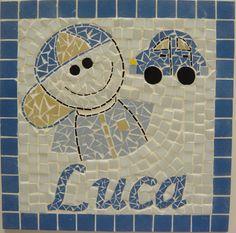 Quadrinho Infantil Menino com Carrinho. Base de MDF e mosaico feito com pastilhas de vidro e de porcelana fosca. by Atelier Márcia Regina.