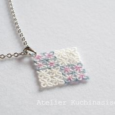 Tatted pendant square, simple