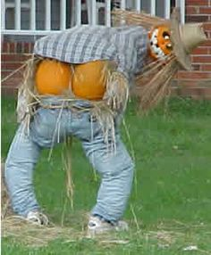 There's no one way to scarecrow! Check out some of our favorite fun and creative scarecrow ideas to make your Halloween extra festive. Humour Halloween, Dulceros Halloween, Outdoor Halloween, Holidays Halloween, Halloween Pumpkins, Vintage Halloween, Halloween Pictures, Halloween Season, Michaels Halloween