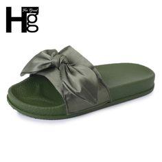 ¡Hola de nuevo aliadictos !     Hoy os traigo los zapatos que están pegando fuerte este verano  y son los mules .   Estas concretamente me...