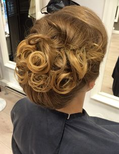 Classic hairdo for weddings!