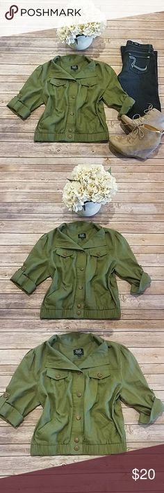 """Mine Top Size Large Beautiful military green top. Size Large. Smal front pockets Pit to pit 22"""" Length 21"""" 3/4 Sleeves mine Tops"""
