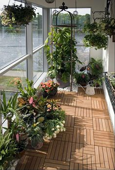 60 ways to turn your tiny balcony into an irresistible outdoor space 2019 page 25 Small Balcony Garden, Balcony Furniture, Outdoor Space, Terrace Design, Shade House, Balcony Flooring, House Plants Decor, Outdoor Design, Outdoor Flooring