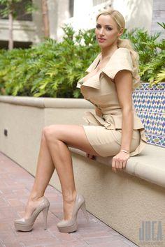 myopenshirt:  Beige on blond…