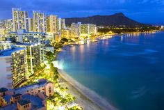 """Hawaii Vacation Tips: What To Do In Waikiki - """"If you're planning your vacation to the islands, you need some Hawaii vacation tips! Many people stay in Waikiki and with so much to do, it's hard to know where to start. Here's a few fun ideas great for the whole family and easy on the wallet!"""""""