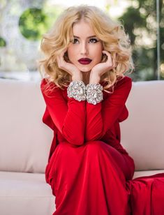 An Elegant Christmas Red Fashion, Holiday Fashion, Holiday Style, I See Red, Elegant Christmas, Christmas Tea, White Christmas, Glamour, Shades Of Red