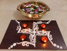 Take a look at these easy and simple rangoli designs. They can be easily made at home, try to make these easy and simple rangoli designs for festivals. Indian Rangoli Designs, Rangoli Designs Latest, Rangoli Designs Flower, Rangoli Designs Images, Flower Rangoli, Beautiful Rangoli Designs, Rangoli Colours, Rangoli Patterns, Rangoli Ideas