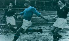 Antonio Vojak attaccante nato a Pola (quando l' Istria era ancora italiana) è stato il primo grande bomber del Napoli ed è ancora il miglior cannoniere del Napoli in serie A con 102 goal