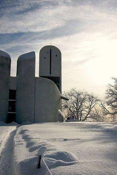 """arquilatria: """"Capilla de Notre-Dame du-Haut, colina de Bourlémont, Ronchamp, Francia, 1954 Le Corbusier """""""