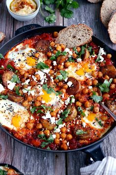 Take the shakshuka to the next level with this deluxe shakshuka recipe, featuring baked eggs, tomato sauce and spicy roasted potatoes and chickpeas. Low Calorie Vegetarian Recipes, Veggie Recipes, Healthy Recipes, Curry Recipes, Plats Healthy, Shakshuka Recipes, Batch Cooking, Roasted Potatoes, Kuchen
