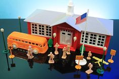 Plasticville O Scale School House Bus Flag Pole People