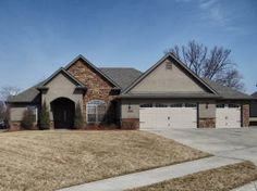 5211 Thornbrook Parkway, Columbia MO  GORGEOUS home in desirable Thornbrook!