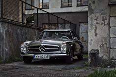 Klasyczny Mercedes typu W113 obchodzi swoje pięćdziesiąte urodziny.