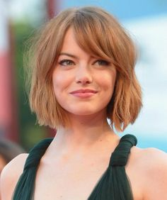 The varied layers in Emma Stone's ombre bob made growing into a longer length easy, as they continued to frame her face as they reached shoulder-level, but the bangs can be a little tricky. Angled Bob Hairstyles, Asymmetrical Bob Haircuts, Side Swept Hairstyles, Hairstyles With Bangs, Side Bangs Bob, Bob Haircut With Bangs, Cut Bangs, Medium Hair Cuts, Long Hair Cuts
