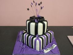 Purple Cakes | Black and Purple striped cake - Price: €80.00