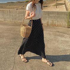 m i k u (@ki____05) • Fotos e vídeos do Instagram Maxi Skirt Outfits, Straw Bag, Skirts, Bags, Instagram, Fashion, Handbags, Moda, Taschen