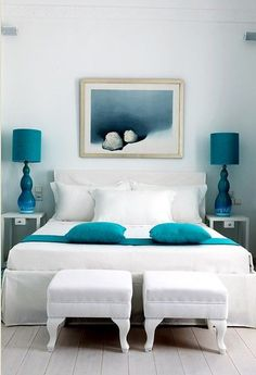 White sheets donned with splashes of teal. Check out the coastal beach vibe the color combo creates. And if you ever want to change the feel of the room, white sheets are the perfect backdrop.