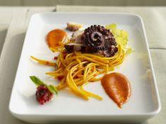 Pasta mit Safran und Oktopus ist ein Rezept mit frischen Zutaten aus der Kategorie Gewürze. Probieren Sie dieses und weitere Rezepte von EAT SMARTER!