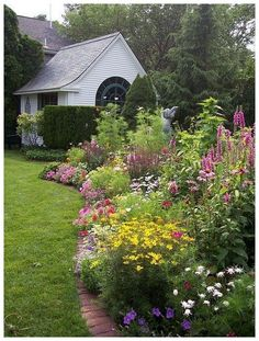 55 beautiful small cottage garden ideas for backyard inspiration 47 55 beautiful small cottage garde Small Cottage Garden Ideas, Unique Garden, Cottage Garden Design, Flower Garden Design, Garden Landscape Design, Flowers Garden, Flower Gardening, Organic Gardening, Flower Garden Borders