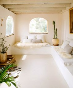 at home in the mojave desert. / sfgirlbybay whitewashed room with built-in seating in mojave desert home. Home Interior, Interior And Exterior, Interior Design, Home And Living, Living Room, Mojave Desert, Built In Seating, Desert Homes, My Dream Home