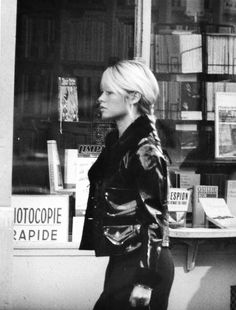 Brigitte Bardot going back to her apartment on Avenue Paul Doumer, Paris - 1960s