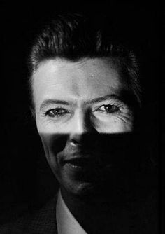 DAVID BOWIE. those eyes.