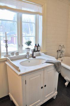 how to do a single vanity. Home Design Decor, House Design, Interior Design, Bath Mixer Taps, Beautiful Bathrooms, Luxurious Bathrooms, Timber Furniture, Swedish House, White Bathroom