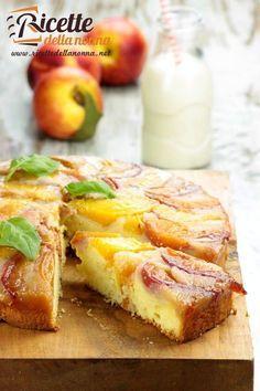 Torta rovesciata di pesche   Ricette della Nonna Italian Pasta Recipes, Italian Desserts, No Bake Desserts, Just Desserts, Apple Recipes, Sweet Recipes, Torte Cake, Happy Foods, Bakery Cakes