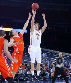 Ron Baker with 14 points and 6 rebounds in today's NABC Reese's WEST All-Stars 89-85 victory over the EAST. Replay will air tomorrow on CBS at 12:00pm CDT. #watchus #ASG #marchmadness