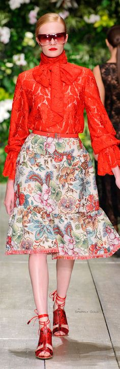 Let's look at the collection of 15 latest spring fashion trends & ideas of 2016 for girls & women. 2016 Fashion Trends, Fashion 2020, Runway Fashion, Fashion Show, Fashion Outfits, Womens Fashion, Fashion Design, Laura Biagiotti, Stylish Outfits
