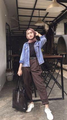 Source by ideas hijab Modern Hijab Fashion, Street Hijab Fashion, Hijab Fashion Inspiration, Muslim Fashion, Fashion Outfits, Casual Hijab Outfit, Hijab Chic, Hijab Style Dress, Tumblr Boys