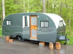 1947 Alma Silver Moon travel trailer made in Alma, Michigan Old Campers, Vintage Campers Trailers, Retro Campers, Vintage Caravans, Camper Trailer Tent, Camper Caravan, Travel Camper, Fun Travel, Motorhome