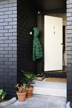 Tuxen/Loorham residence in Melbourne, AU  Love the black brick & the idea of an outside entrance nook!