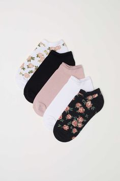 Fine-knit ankle socks in various colors. Funky Socks, Crazy Socks, Cute Socks, Jugend Mode Outfits, Fashion Socks, Ankle Socks, Teen Fashion Outfits, Cute Casual Outfits, Sock Shoes