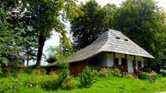 Casa taraneasca Rural House, Archi Design, Eastern Europe, Traditional House, Romania, Places To See, Gazebo, New Homes, Outdoor Structures