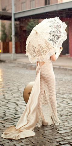 Vintage Lace...i want this umbrella!!... well at least one similar!!