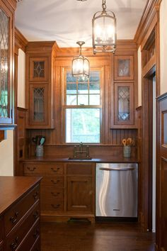 Have you considered adding a butler's pantry to your home? You'll love these 10 … Have you considered adding a butler's pantry to your home? You'll love these 10 unique ideas for adding a functional service space to your dining area. Painting Kitchen Cabinets White, Kitchen Cabinets Decor, Farmhouse Kitchen Cabinets, Kitchen Wood, Island Kitchen, Pantry Cabinets, Craftsman Kitchen, Kitchen Art, White Cabinets