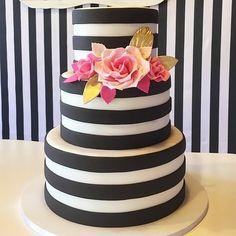 """Black stripes cake. 34 Me gusta, 6 comentarios - Macaron pastelería fina-Sofía (@macaronpf_sofiajimenez) en Instagram: """"Adoré ésta torta, y hacerla más. Luce mucho mejor en el entorno creado por la genia de genias…"""""""