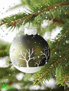 Transform simple supplies into outstanding homemade Christmas ornaments with our easy crafting ideas. Clever embellishments, quick-to-make shapes, and beautiful designs come together to make this collection of easy Christmas ornaments. Easy Christmas Ornaments, Noel Christmas, Handmade Ornaments, Homemade Christmas, Simple Christmas, Winter Christmas, Christmas Decorations, Christmas Balls, Glass Ornaments