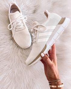 Sneakers Mode, Sneakers Fashion, Adidas Sneakers, Adidas Shoes White, White Shoes Outfit Sneakers, White Casual Sneakers, Adidas Outfit, Sneaker Collection, Reebok