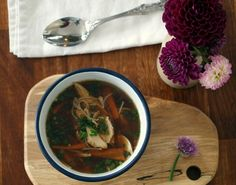 Chicken noodle soup has to be the ultimate comfort food if you haven't been feeling well. We've all had coughs and colds the past couple of weeks and this soup is always a popular choic… Chicken Noodle Soup, Chicken Soup Recipes, Fodmap Recipes, Healthy Recipes, Diet Recipes, Fodmap Meal Plan, Low Fodmap, Fodmap Diet, Quick Easy Meals