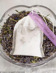 Make your own bath salts Beauty Products To Make At Home, Lavender Bath Salts, Bath Recipes, Bath Tea, Diy Body Scrub, Spa Party, Beauty Recipe, Bath And Body, Bag Spa